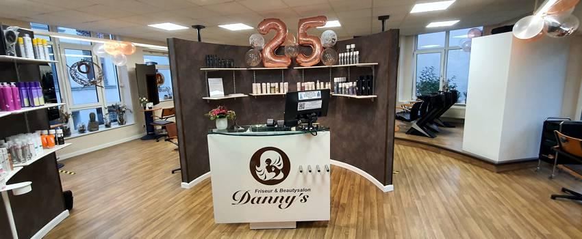"""Salon """"𝓓𝓪𝓷𝓷𝔂'𝓼"""" in Wismar - Ihr Friseur und Beauty-Experte"""